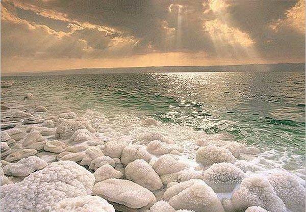 ღმერთი უფლობს წყლის სტიქიაზე